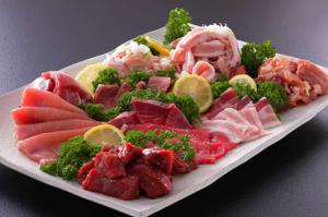 เมนูตามฤดูกาล อาทิเช่น     ยากินิคุ  โคคาลวี / เนื้อวัวตับ / ซอฟท์คาลวี (ปั้น) / ซี่โครงหมูกลับ /เนื้อซี่โครงหมู / หมูโร / Butakata เนื้อซี่โครง / หมูย่างกับ Tsurashi / หมู Harami / โจรไก่ย่าง / แฮมเบอร์เกอร์ / ไข่เจียวมินิ