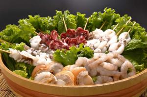 อาหารทะเลผักย่างย่าง หอยสแกลลอบ  / ปลาหมึก  / shishamo  / ปลาหมึก /กุ้ง  กะหล่ำปลี หัวหอม  / หัวหอมสีเขียว  / เห็ดออรินจิ / ฟักทอง / พริกหยวก / ข้าวฟ่าง เมนู※เป็นตัวอย่าง แต่ละซีซันอาหารทะเลสดๆน่าทานสุดค่ะ